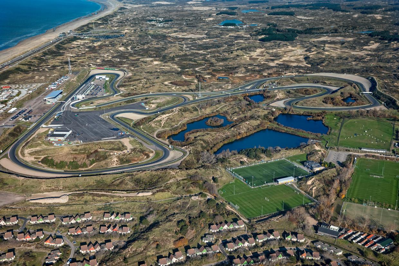 Een luchtopname van Circuit Zandvoort. Het circuit hoeft maar enkele kleine ingrepen uit te voeren om het weer geschikt te maken voor een grand prix in de Formule 1 in 2020.  Beeld ANP