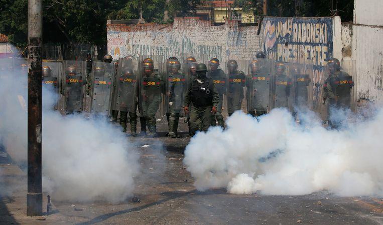 Het leger zette traangas in om de betogers in Urena uit elkaar te drijven.