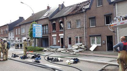 VIDEO: drie huizen getroffen door brand in Scherpenheuvel, bejaarde dame naar ziekenhuis