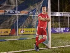 Mats Grotenbreg treitert RKHVV na bekerwinst met rood ondershirt van Jonge Kracht