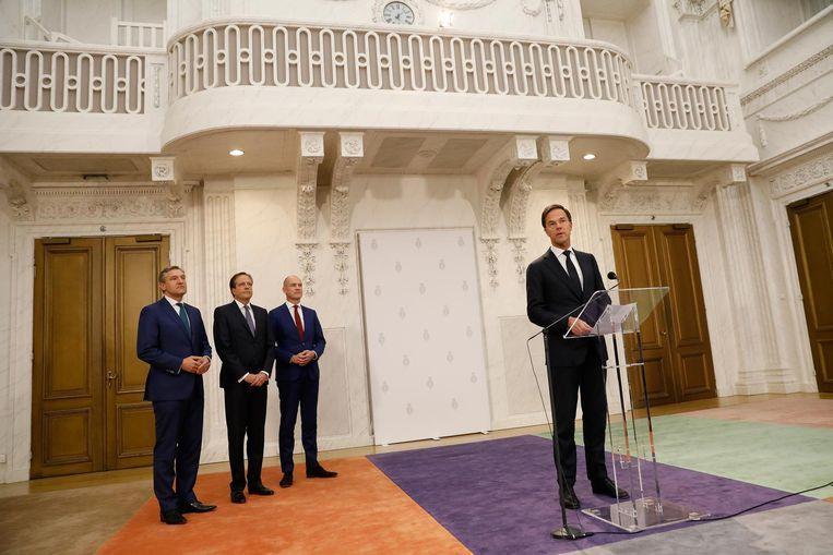 De fractieleiders Sybrand Buma (CDA), Alexander Pechtold (D66) Mark Rutte (VVD) en Gert-Jan Segers (ChristenUnie) geven een toelichting op het regeerakkoord. Beeld anp