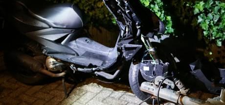 Scooterrijder gewond bij botsing met auto in Varsselder