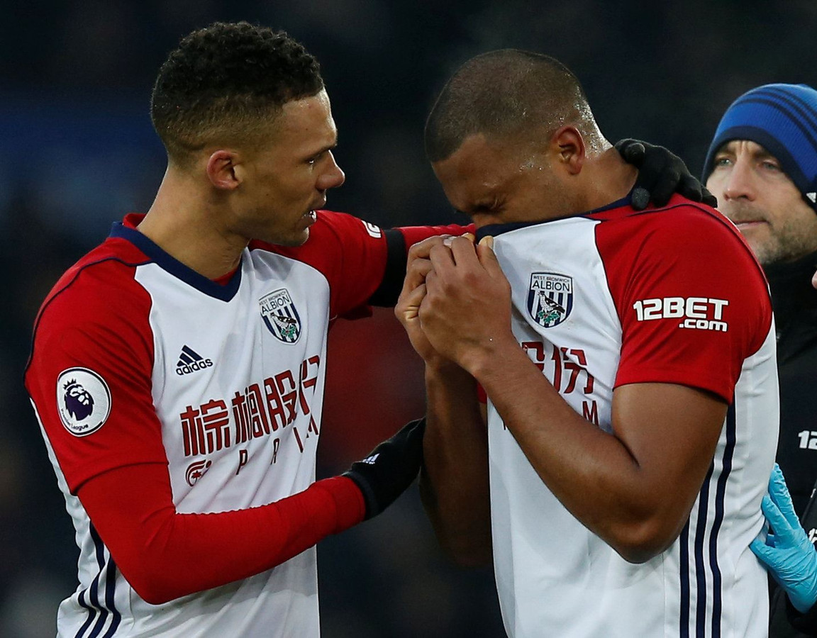 "Soccer Football - Premier League - Everton vs West Bromwich Albion - Goodison Park, Liverpool, Britain - January 20, 2018   West Bromwich Albion's Kieran Gibbs consoles Salomon Rondon after his challenge led to an injury to Everton's James McCarthy (not pictured)    REUTERS/Andrew Yates    EDITORIAL USE ONLY. No use with unauthorized audio, video, data, fixture lists, club/league logos or ""live"" services. Online in-match use limited to 75 images, no video emulation. No use in betting, games or single club/league/player publications.  Please contact your account representative for further details. © PHOTO NEWS / PICTURE NOT INCLUDED IN THE CONTRACTS  ! only BELGIUM !"