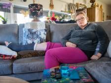 Sharona breekt enkel op spekgladde brug in Deventer, buurt is ongelukken spuugzat: 'Er moet nú wat gebeuren'