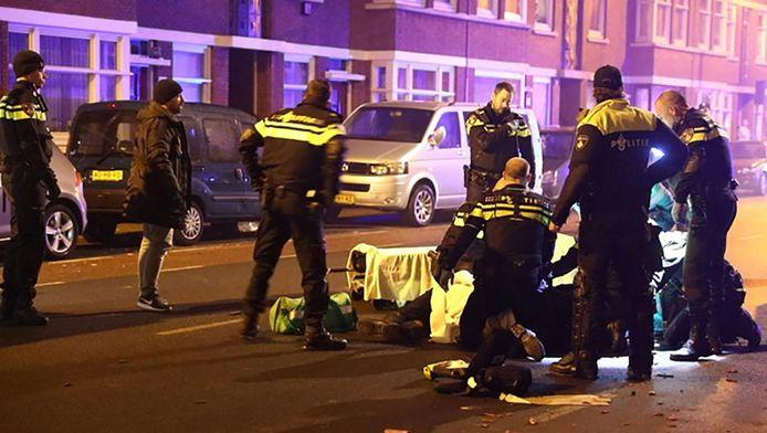 De agent die aangereden werd door een automobilist op het Kaapseplein in Den Haag is overleden.