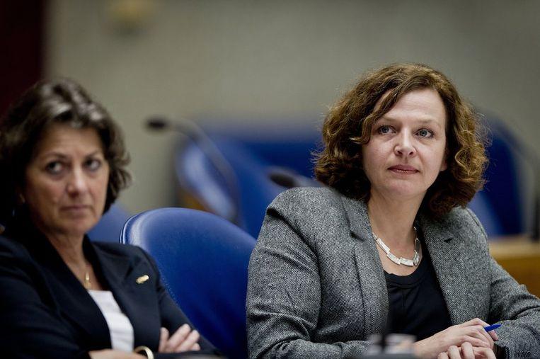 Minister Edith Schippers (rechts) in november vorig jaar in de Tweede Kamer. Beeld ANP