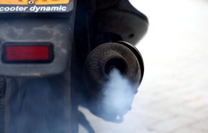 Uitlaatgassen zorgen voor luchtvervuiling.