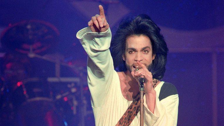 Prince op 16 juni 1990 tijdens een optreden in het Parijse stadion Parc des Princes. Beeld afp