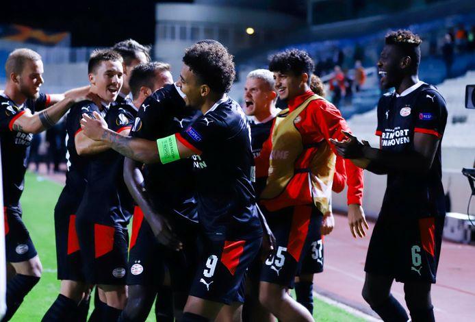 Heel PSV viert de 1-2 van Donyell Malen in Nicosia.