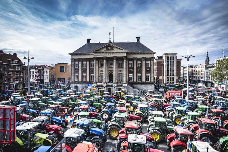 Boeren tijdens de protestactie bij het provinciehuis van Groningen. Beeld Siese Veenstra, ANP
