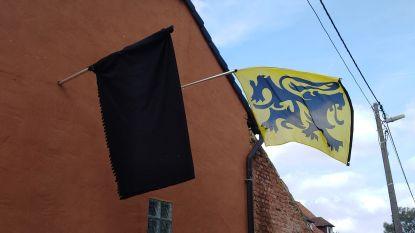 Zwarte vlag als protest tegen politieke toestand