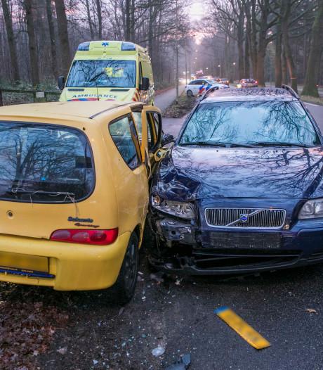 Gewonde bij aanrijding tussen twee auto's in Arnhem