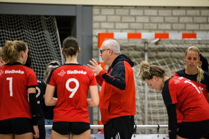 Coach Eric Eisink en De Bevers blijven door de aangepaste reglementen van de volleybalbond behouden voor de eerste divisie.