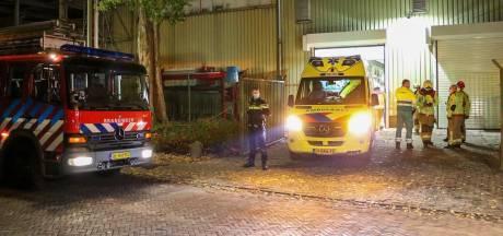 Medewerker komt met arm vast te zitten in machine in Eerbeek en raakt gewond