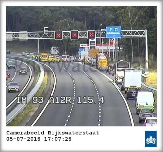 De A12 is afgesloten door een ongeval.
