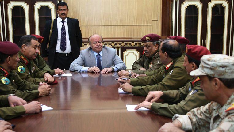 De Jemenitische ex-president Hadi met zijn legerstaf.