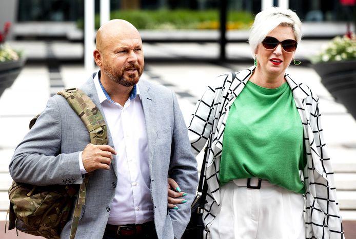 Marco Kroon en zijn echtgenote Mirjam van den Hoven bij de rechtbank in Arnhem.