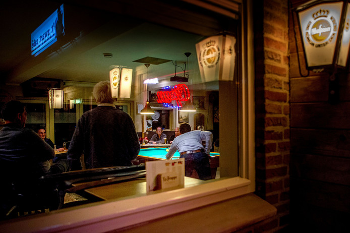 Biljartclub DBV bestaat 75 jaar. Ze speelt in het Zwarte Cafe in Maasbommel.