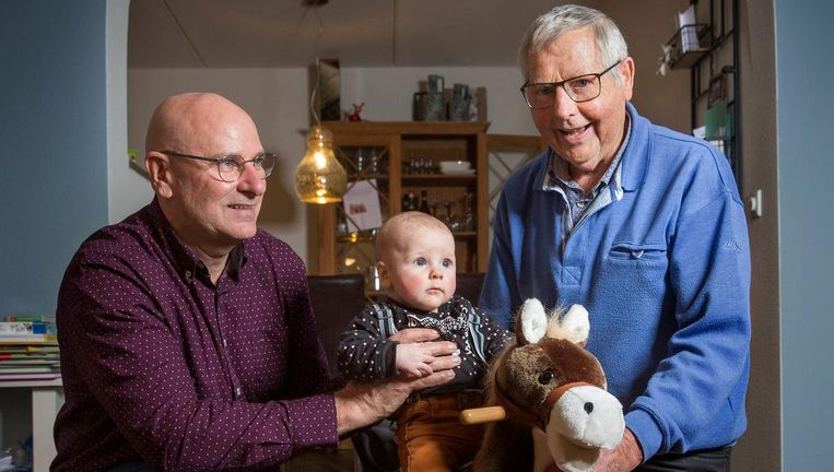 Van links naar rechts: Jan van der Bosch (55 jaar), Jan den Boer (4 maanden) en Jan Legemate (79 jaar), uit Zierikzee in Zeeland. Beeld Arie Kievit