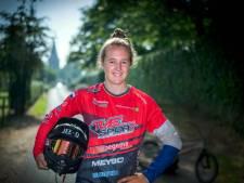 Huldiging Laura Smulders in Horssense kermistent