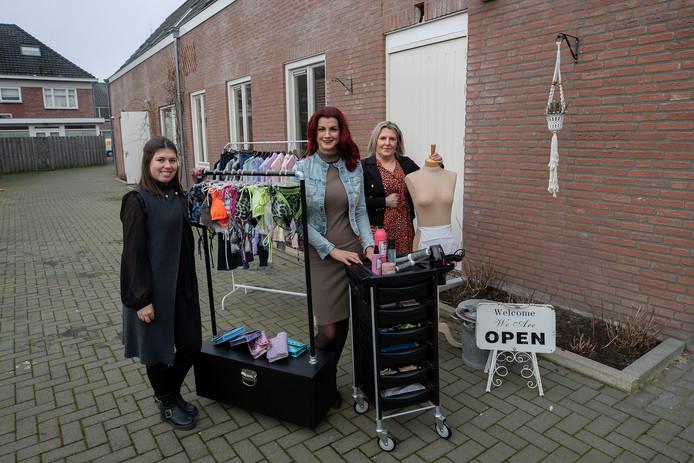 Claudie Peels, Willeke Kouwenberg en Wendy Keijzers (vlnr.) runnen ieder een winkel aan de Nassaustraat.