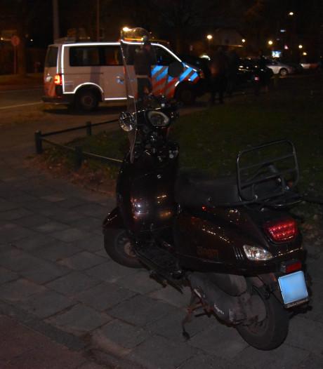 Scooterrijdster gewond door botsing met auto in Nijmegen