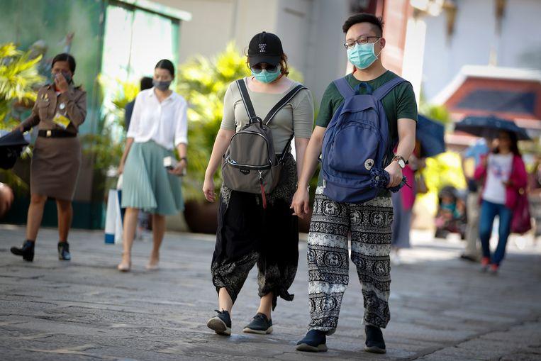 Chinese toeristen dragen mondkapjes in Bangkok, Thailand. Beeld EPA