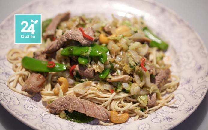 biefstuk uit de wok met chinese kool en shiitakes | koken & eten | ad.nl