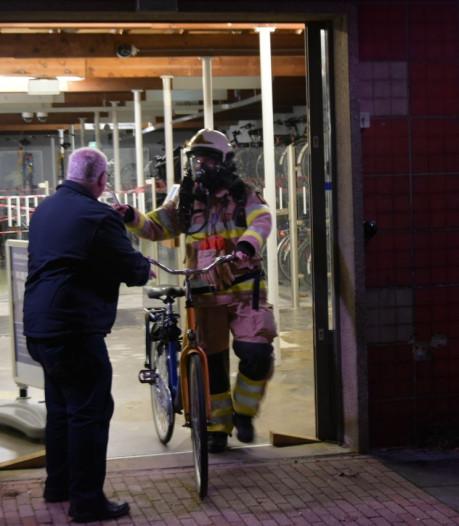 Fietsstalling station Steenwijk door brandweer ontruimd na 'raar luchtje'