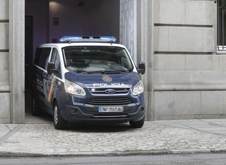 Een politiebusje met daarin Junqueras verliet gisteren het Hooggerechtshof in Madrid.
