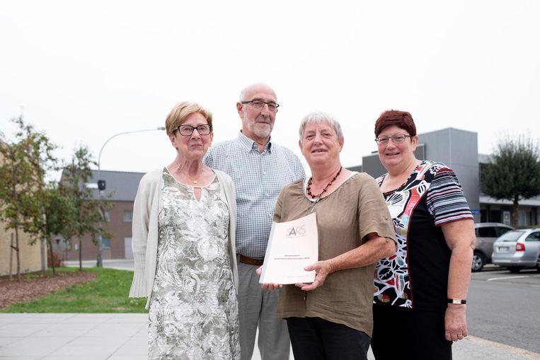 Conny Verhaegen, Bob Velleman, Anjes Dierens en Rita Janssens stellen hun memorandum voor.