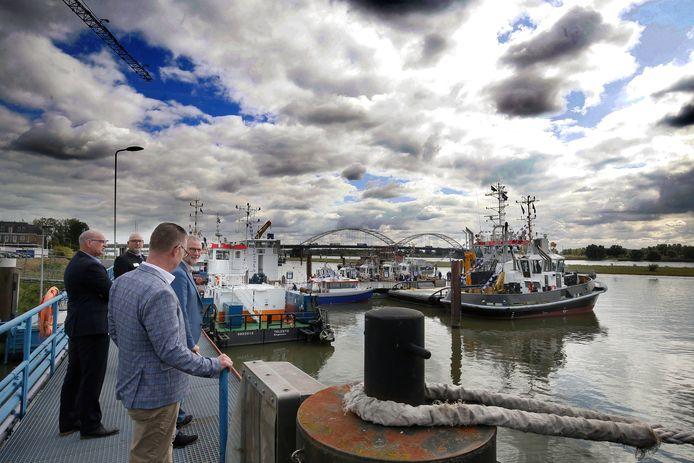 Scheepsbouwer Damen houdt jaarlijks zijn eigen maritiem festival. Vooral zakenrelaties en andere gasten genoten van de vele schepen en het Hollands rivierlandschap met de Merwedebrug op de achtergrond.