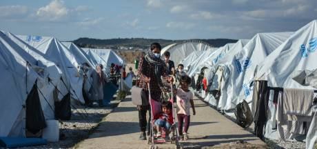 Loïs en Nikki (24) houden inzamelingsactie voor vluchtelingenkamp: 'We willen ze de winter doorhelpen'