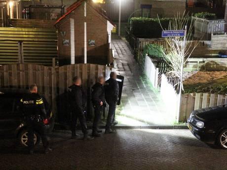 Politie omsingelt woning en trekt wapens in Alblasserdam