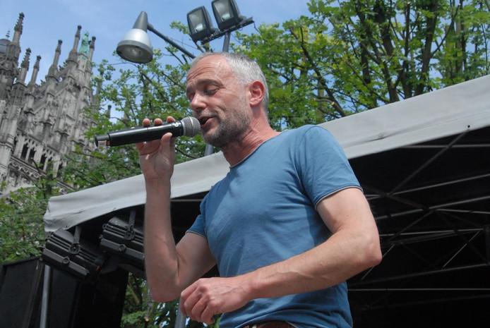 Marko Wetzer was de eerste zanger die het voorzetje mocht geven.