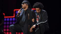Stevie Wonder door de knieën als protest tegen beleid Trump