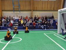 Leerlingen Elde College kansloos tegen voetbalrobots van TU Eindhoven