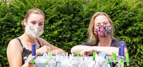 Pauline naait mondkapjes: 'Met de opbrengst maken we andere mensen blij'