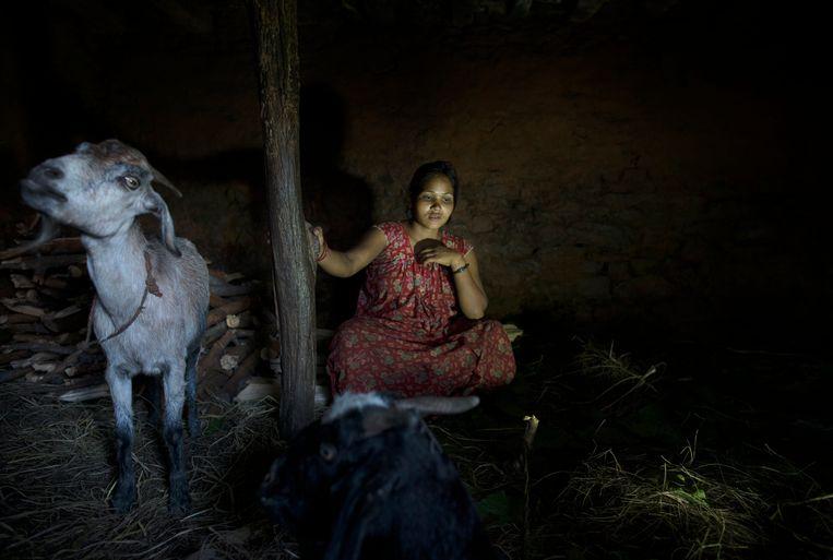 Afbeeldingsresultaat voor nepal vrouwen in stal bij menstruatie