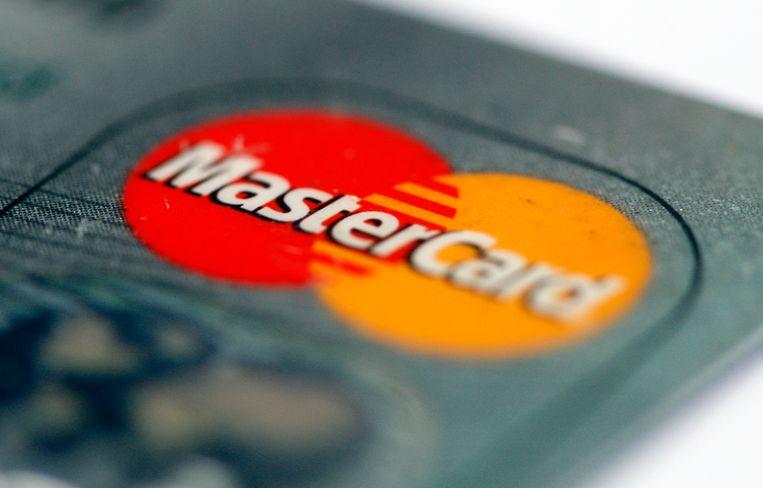 De Bijzondere Belastinginspectie vraagt voor de tweede keer inzage in elektronische betalingen met buitenlandse kredietkaarten.