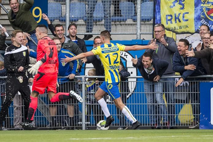 Vruegde bij doelpuntenmaker Ingo van Weert (12) en doelman Etienne Vaessen na de late gelijkmaker van RKC.