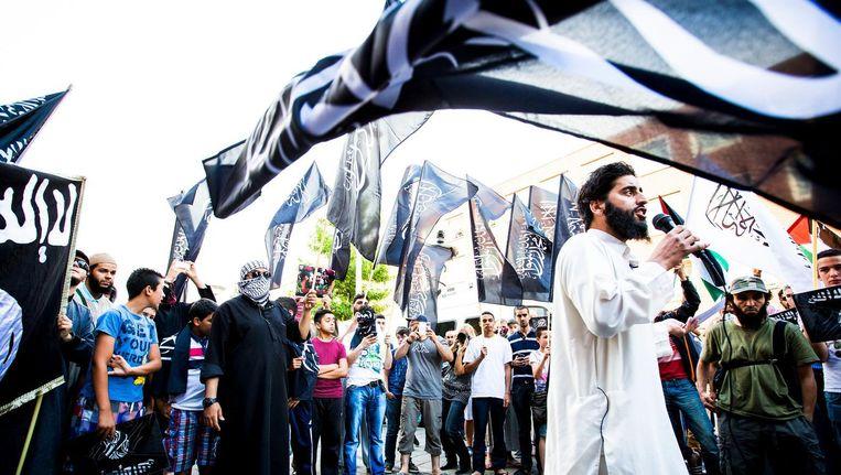 Een pro IS-demonstratie in de Haagse Schilderswijk, juli 2014. Beeld anp