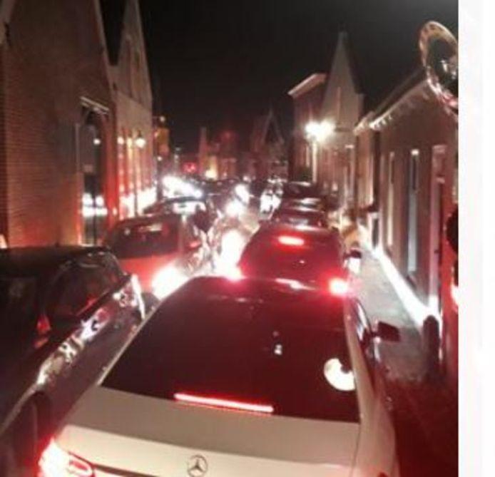 Het was maandagavond één grote chaos in de smalle straten van Geervliet