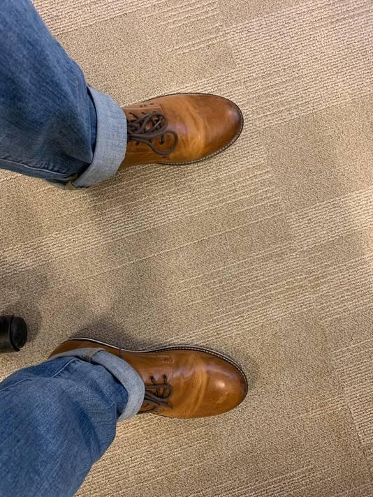 Uw redacteur met zijn gebruikelijke schoenen