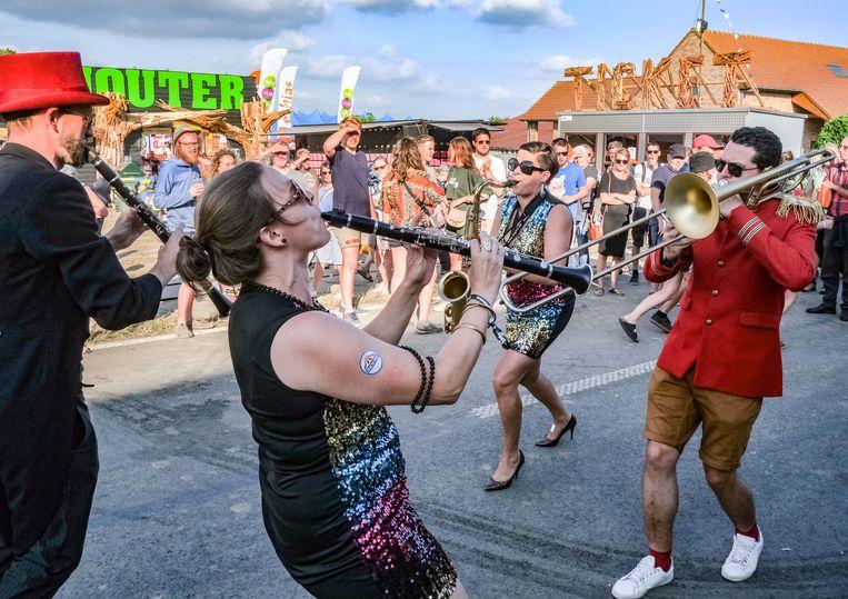 Het Flanders Folk Netwerk nodigt iedereen uit die (hoofdzakelijk) bezig is met folk en traditionele muziek in Vlaanderen  lid te worden.