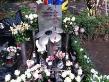 Laffe diefstal bij graf verongelukt meisje (7) in Den Bosch, glasreliek met as van opa Harrie gestolen