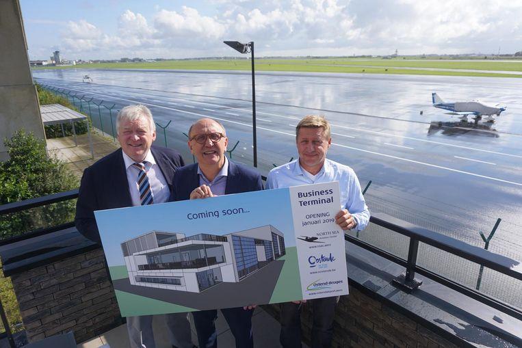 Luchthavendirecteur Marcel Buelens, burgemeester Johan Vande Lanotte (sp.a) en NSAC-CEOJef De Kinder stellen de plannen voor de terminal voor privéjets voor.