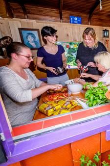 Mobiele buurtpost onmisbaar voor 'probleemwijk' Schiedam-Oost