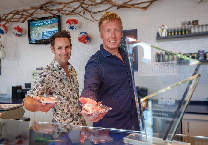 Eigenaars Bram de Vos (links) en Stevie Wijnings zijn de trotse eigenaars van vishandel Havenzicht in Etten-Leur en Breda.