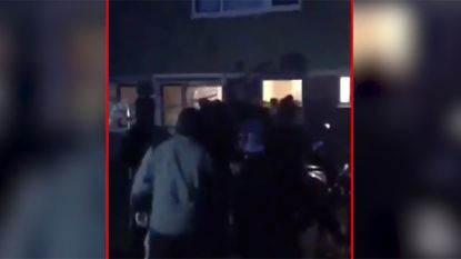 Woedende jongeren dringen huis Marokkaanse familie binnen en belagen bewoners; vrees voor nieuwe confrontatie